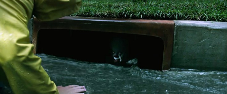 FEATURED-IT-2017-Georgie-Pennywise-sewer-drain-1024x427